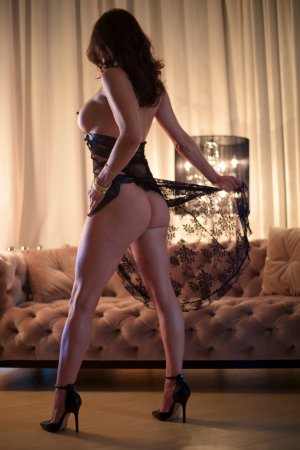 Edwina escort girl in Highland Springs VA & erotic massage
