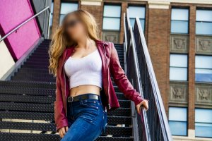 Nesserine escort girls in Galveston Texas & tantra massage